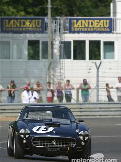 la Ferrari 250GT n°15 pilotée par Jean Sage
