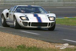 la Ford GT40 n°12 pilotée par Mark Lemmer, Flavien Marcais