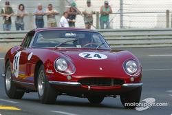 la Ferrari 275 GTB n°24 pilotée par Yvan Mahe, Richard Millman