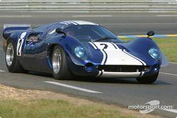 la Lola T70 MkIII n°2 pilotée par Craig Jones, Nick Amey