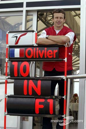 Olivier Panis célèbre ses 10 ans de Grands Prix