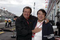 Giancarlo Minardi et un membre de Bridgestone