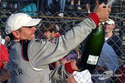 Podium: champagne pour le vainqueur Scott Pruett