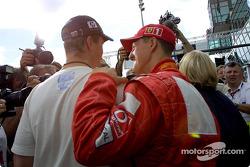 Ralf y Michael Schumacher después de la rueda de prensa