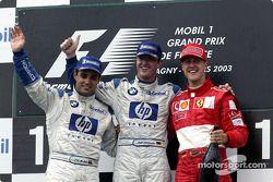 Podio: ganador de la carrera Ralf Schumacher con Juan Pablo Montoya y Michael Schumacher