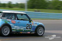 la Mini Cooper S n°20 d l'équipe Nuzzo Motorsports pilotée par Michael Bavaro, Tony Nuzzo, Shane Lew