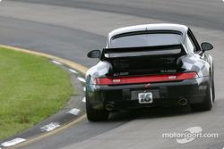 la Porsche 993 n°16 de l'équipe Zoom Motorsports pilotée par Mike McCalmont, Kirk Spencer