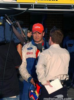 Fernandez est interviewé après les qualifications
