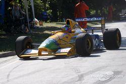 Paul Osborn sur la Benetton-Cosworth B192 de 1991