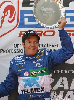 Le podium: le vainqueur Memo Rojas