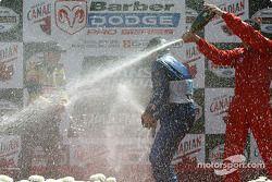 Le podium: champagne pour Memo Rojas, Colin Fleming et David Martinez