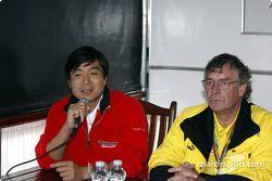 Reunión de prensa en el área de servicio Bridgestone