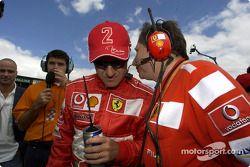 Rubens Barrichello e Jean Todt no grid de largada