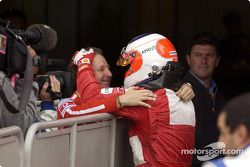 Rubens Barrichello y Jean Todt en la parrilla de salida