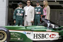 Antonio Pizzonia et Mark Webber avec les stars de Terminator 3 Kristanna Loken et Arnold Schwarzenegger