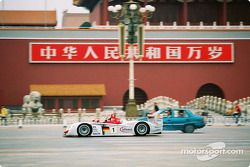 Emanuele Pirro with the Audi R8 in Beijing's town center