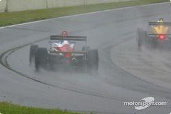 L'action de course sous la pluie