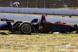 La Lola EX257/AER MG de l'équipe Intersport Racing après le crash