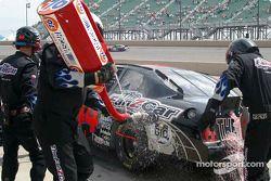 éclaboussures de carburant provenant de la voiture de Mike Harmon