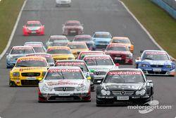 Start: Jean Alesi, Team HWA, AMG-Mercedes CLK-DTM 2003; Bernd Schneider, Team HWA, AMG-Mercedes CLK-