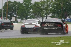 la Porsche GT3 Cup n°84 de l'équipe Case-It Racing pilotée par Adam Merzon, David Murry, Lynn Wilson, et la Mustang Saleen SR n°47 de l'équipe TF Racing pilotée par John Kohler, Gary Smith
