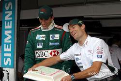 Justin Wilson kutlama yapıyor birthday ve Mark Webber