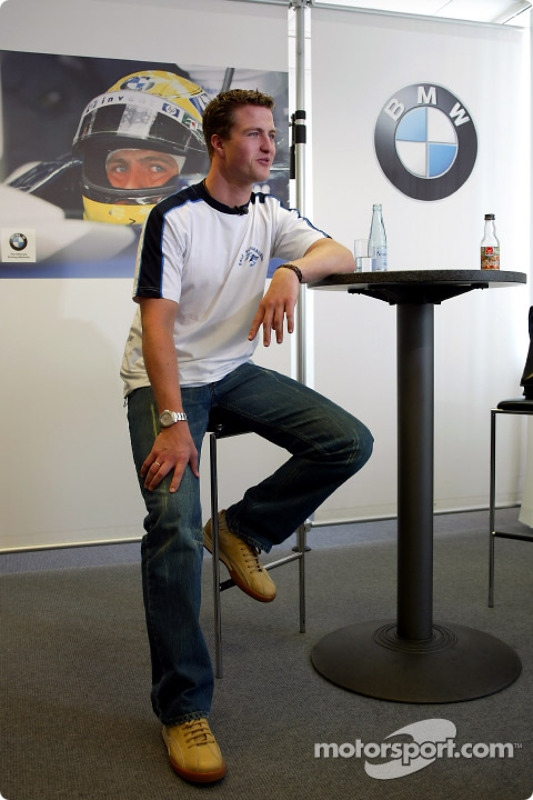 Ralf Schumacher visita tienda de deportes Englehorn en Mannheim
