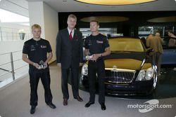 Kimi Raikkonen y David Coulthard visitan Maybach centro de excelencia en Sindelfingen