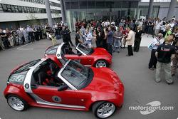 Kimi Raikkonen ve David Coulthard visit Smart B����blingen