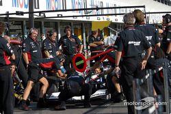 Práctica de pitstop para equipo Minardi y Nicolas Kiesa