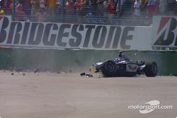 Kimi Raikkonen después del choque en la primera curva