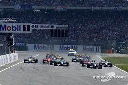 start: Juan Pablo Montoya takes lead