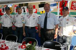 Peter Sauber, Heinz-Harald Frentzen y Nick Heidfeld con invitados