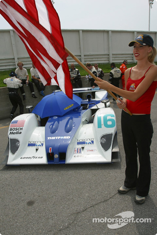 La Team Lola EX257/AER MG n°16 de l'équipe Dyson Racing