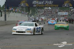 Cars leave for pace lap: Max Lagod