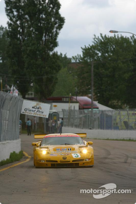 la Chevrolet Corvette C5-R n°3 de l'équipe Corvette Racing pilotée par Ron Fellows, Johnny O'Connell