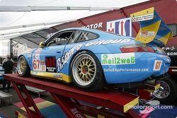 la Porsche 911 GT3RS n°67 de l'équipe The Racer's Group pilotée par Michael Schrom, Pierre Ehret