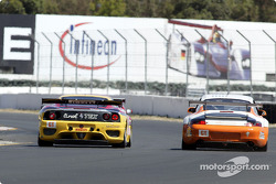 A Porsche 911 GT3RS passes a Ferrari 360 Modena on the outside of T9