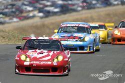 la Porsche 911 GT3RS n°89 de l'équipe Inline Cunningham Racing pilotée par Scott Bader, Oswaldo Negri conduit le peloton dans le virage 6