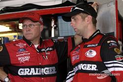 Greg Biffle y el jefe de equipo, Randy Goss