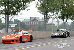 la Porsche GT3 RS n°33 (ZIP Racing) pilotée par Andy Lally, Spencer Pumpelly, et la Panoz Esperante GT-LM Elan n°03 (Hyper Sport) pilotée par Joe Foster, Brad Nyberg, Rick Skelton