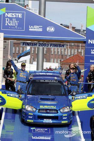 Le podium: Petter Solberg et Phil Mills célèbre leur seconde place
