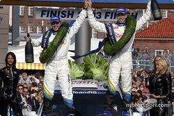 Le podium: Markko Martin et son co-pilote Michael Park célèbre leur victoire