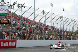 Helio Castroneves takes checkered flag