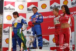 Le podium: le vainqueur Christian Klien avec Nelson A. Piquet et Ryan Briscoe