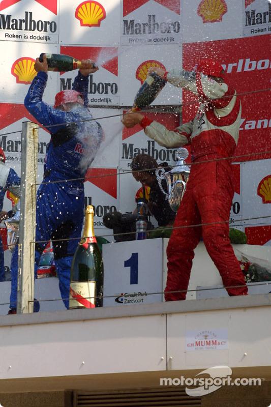 Le podium: champagne pour Christian Klien, Nelson A. Piquet et Ryan Briscoe