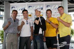 DTM vs Boxen: Bernd Schneider, Markus Beyer, Danny Green, Timo Scheider und Martin Tomczyk