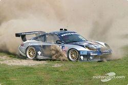 la Porsche 911 GT3 RS n°43 de l'équipe Orbit Racing pilotée par Marc Lieb, Peter Baron en difficulté