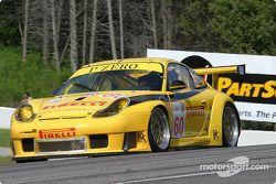 la Porsche 911 GT3 RS n°60 de l'équipe P.K. Sport pilotée par Robin Liddell, Vic Rice