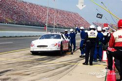 Pitstop for Jason Schuler: jackman is late